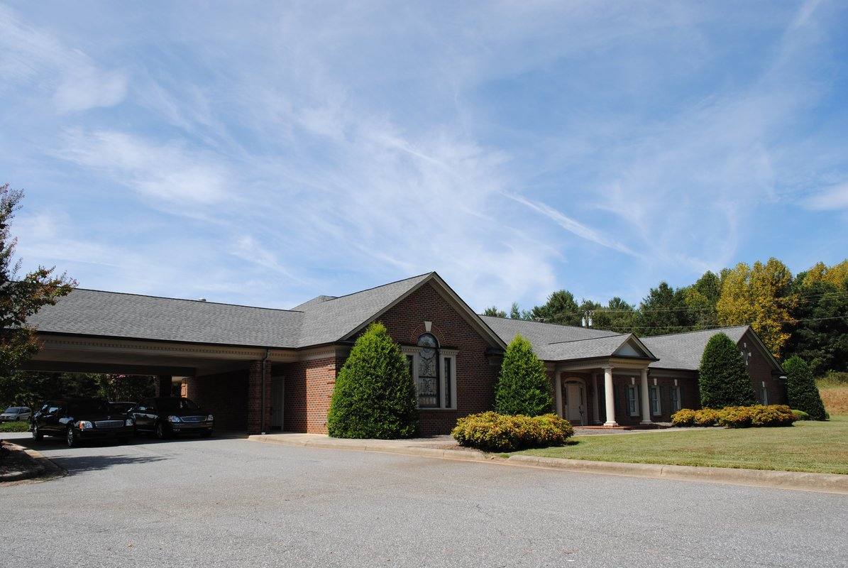 Willis Reynolds Funeral Home outside